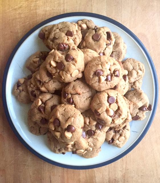 vegan-peanut-butter-cookies-plate